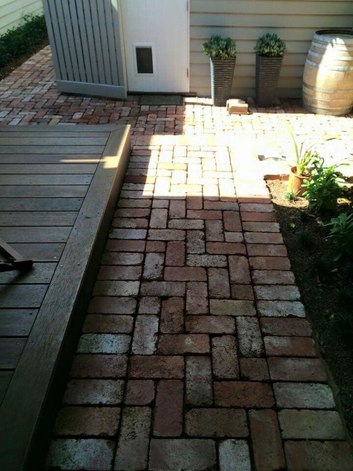 Recycled brick paving outdoor spaces garden ideas for Bricks design for landscape