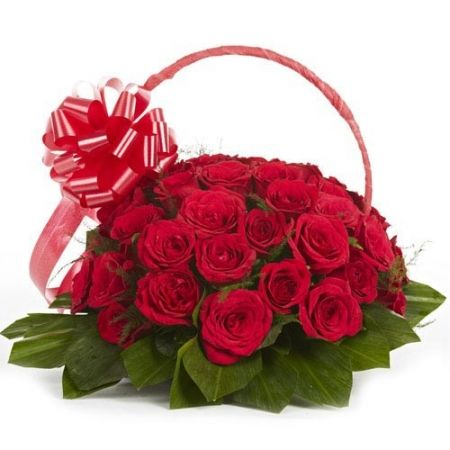 Your love is special and so your loved one too. Express your love and respect towards him/her by gifting fresh #red #roses http://www.deliverfeelings.com/graceful-grandeur.html