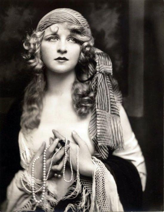 Ziegfeld Follies Girl, Doris Lloyd - 1920s - Photo by