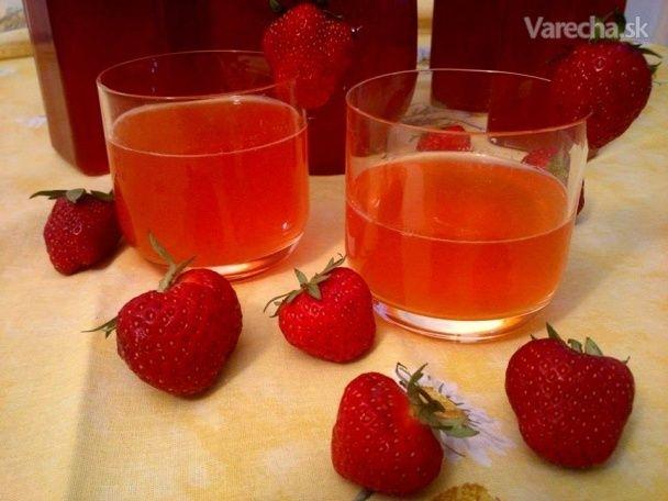 Hustý jahodový sirup s rebarborou a vanilkou (fotorecept)
