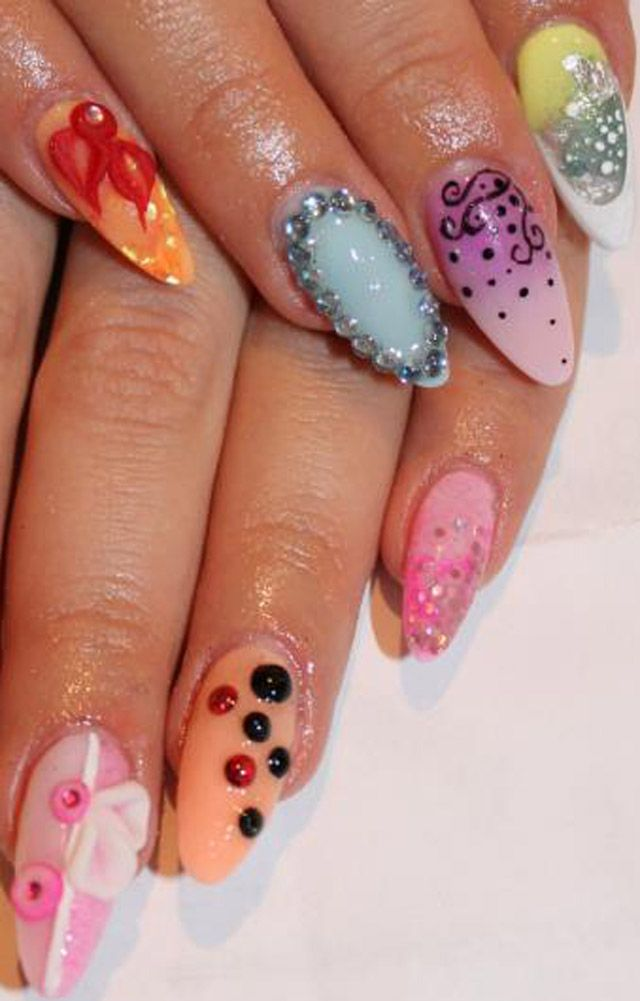 If ya can't make up you mind what to do, this is the best mani to do....Assorted designs :)