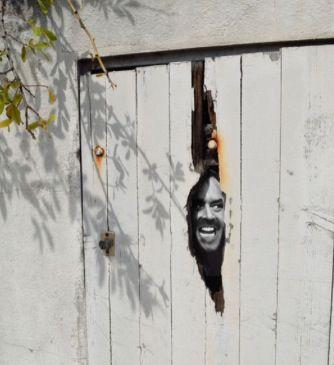 28 oeuvres de street art qui interagissent intelligemment avec leurs…