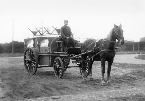 Vuilniswagen met paard