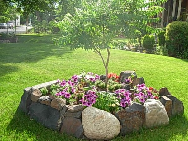 I like this Rock flower bed - photo by Star Ryan