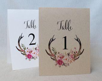 Números de mesa de boda floral, números de mesa, números de mesa de boda rústica, decoración de la boda. Decoración de la boda. Hecho a mano. Mostrar estos hermosos números de mesa floral rústico hecho a mano están tu boda.  INCLUYE: • Tabla 1 #s-10  DETALLES: • De cartulina blanca • Lados y miden 4 1/4 x 5 1/2 pulgadas. Este listado está para los números 1-10.  PERSONALIZACIÓN: • Números de mesa adicional: -Una cara: ea $2,25. -Doble cara carpas ea $4,50 • Si usted necesita más de ...