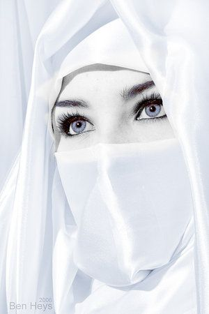 I don't support this hijab style. However, im loving those bright eyes shes showing off.