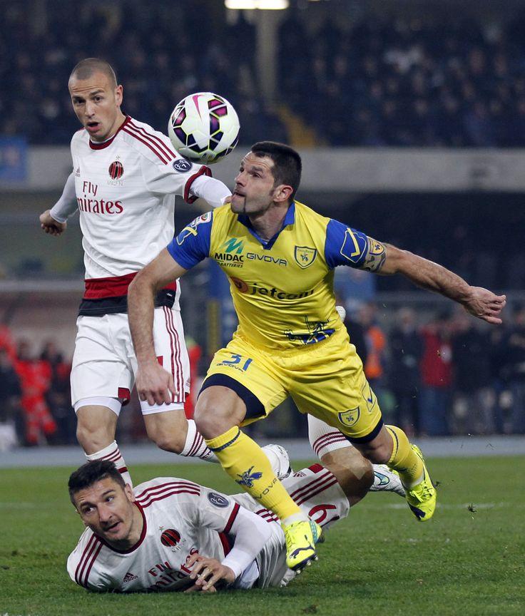@Chievo Sergio Pellissier lotta una palla #9ine