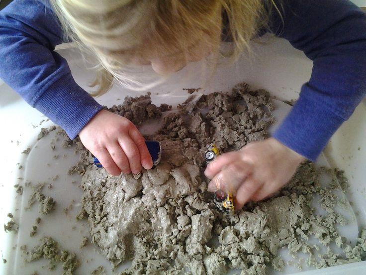 Ik hou ervan om te experimenteren met materialen voor de kinderen. Onze kinderen houden ervan om met zand te spelen. Helaas is de winter ...