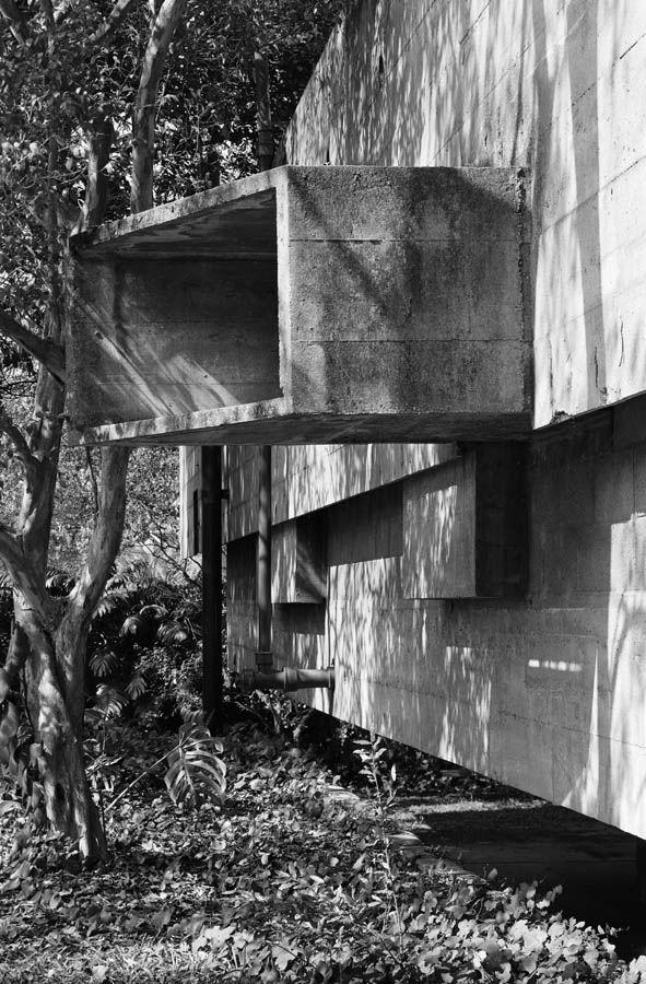Casa Paulo Mendes da Rocha, São Paulo by Paulo Mendes da Rocha in 1960. Photos Nelson Kon.