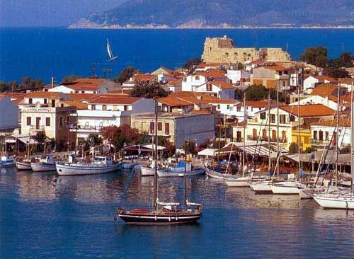 PYTHAGORIO - Built on the ruins of the ancient city of Samos during the time of Polycrates, it condenses more than twenty - six centuries of Greek history. It is the main tourist resort on the island. Many yachts and sailing boats moor here in the large, picturesque