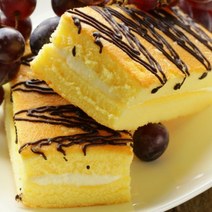 A recipe for a yellow cake filled with creamy marshmallow.
