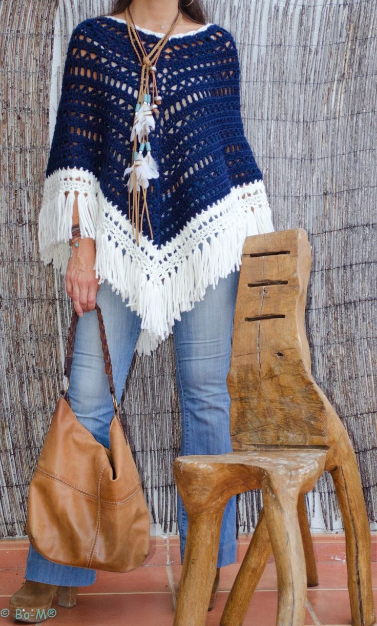 Poncho con flecos - Poncho with fringes