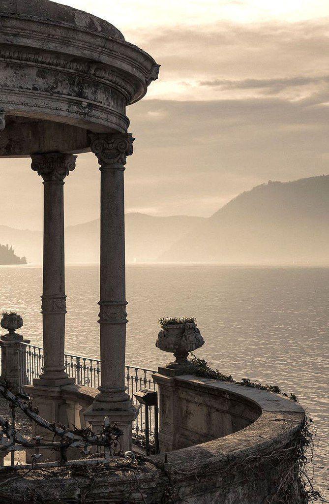 "Magie der Ewigkeit: ""Comer See. Italien""  – next d e s t i n a t i o n"