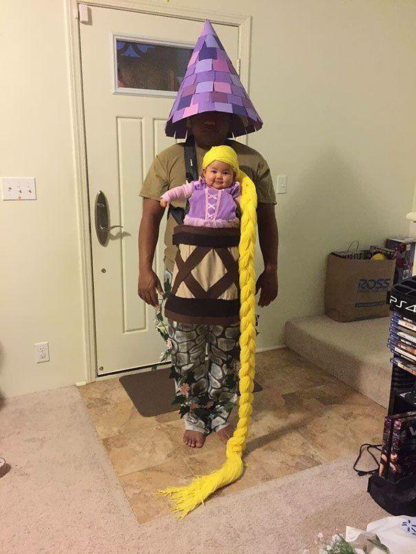 papá disfrazado de torre e hija de rapunzel