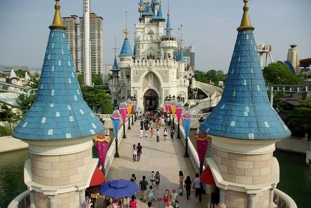 Didnt get to go and want to! 11. Seoul's amusement park, Lotte
