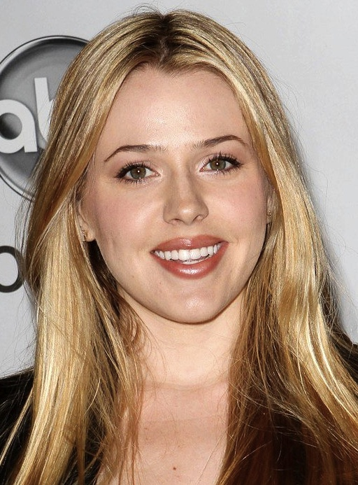 """I can see the family resemblance: Majandra Delfino is named to play the sister of Rainn Wilson's Dwight Shrute character in """"The Office"""" as it spins off to the Shrute family's beet farm.    Are we sure this isn't called """"Beauty and the Beet"""" instead of """"The Farm?""""    Read more here: http://www.deadline.com/2012/08/majandra-delfino-cast-as-rainn-wilsons-sister-on-the-office-spinoff/"""