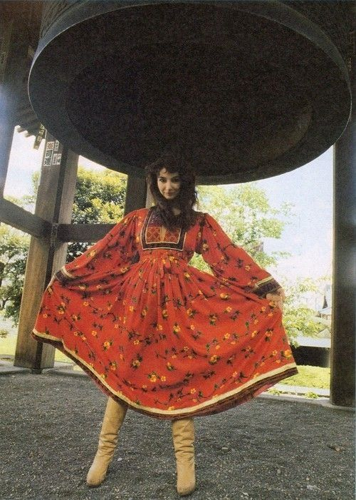 Kate Bush in Japan, 1978. Love her dress