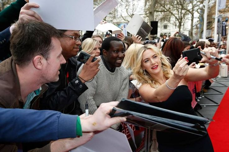 Selfie Kate Winslet módra. Fave! #fashionfave #selfie #fashion #katewinslet #photoshoot #style