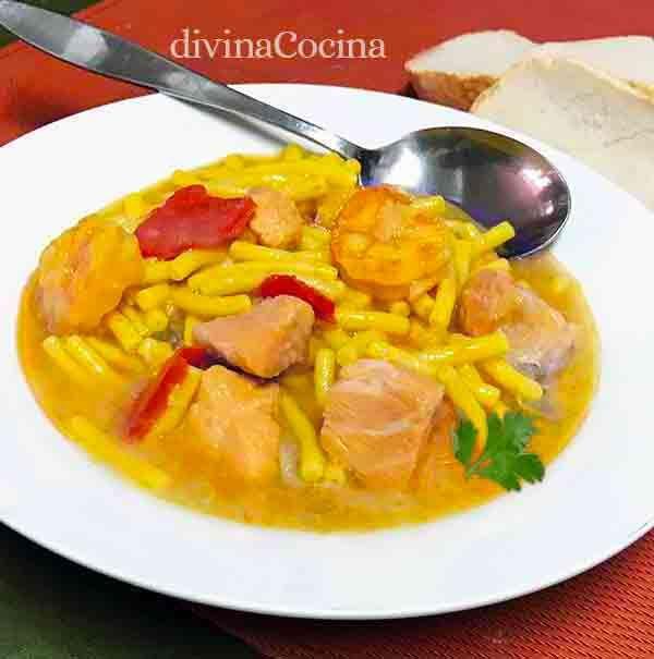 Este sencillo plato de fideos a la cazuela con pescado se puede preparar con cualquier pescado a tu gusto y resulta un plato sencillo lleno de sabor.