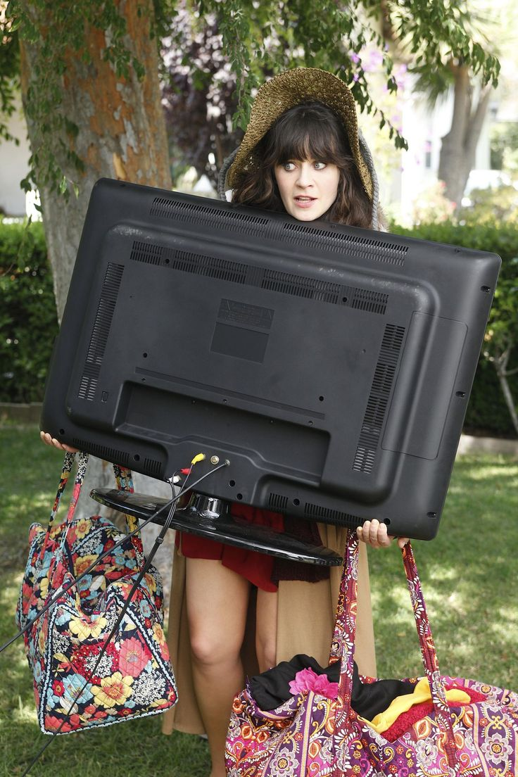 Jess (Zooey Deschanel) ~ New Girl Episode Stills ~ Season 1, Episode 2: Kryptonite #amusementphile