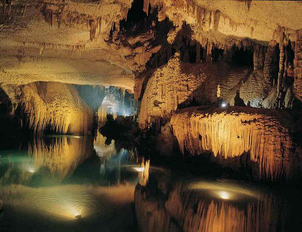 Grotte de Jeita, Nahr al Kalb Valley, Lebanon http://www.buzzly.fr/wp-content/uploads/2013/02/1335117228_7.jpg
