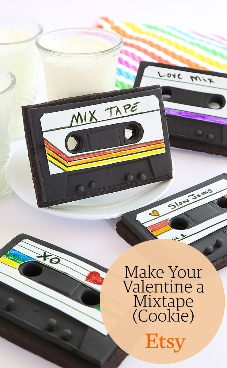 Get the recipe for an edible mixtape cookie that's the perfect nostalgic gift for your valentine (or anyone that loves the '80s and '90s).