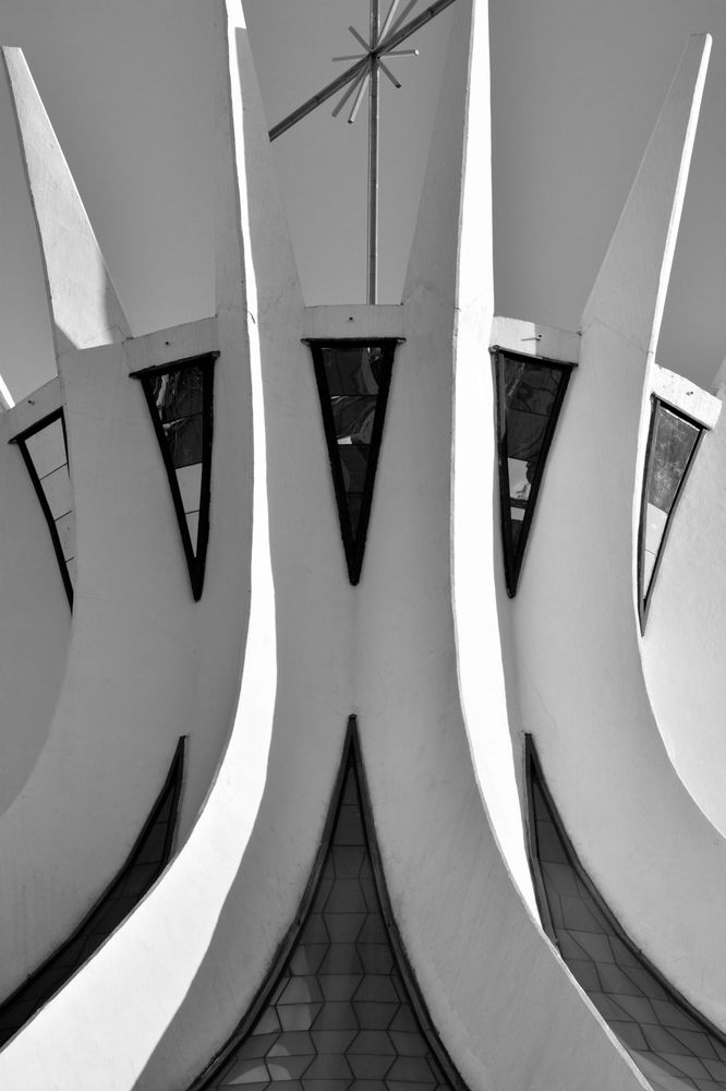 Gallery of Gallery: Oscar Niemeyer's Cathedral of Brasília Photographed by Gonzalo Viramonte - 19
