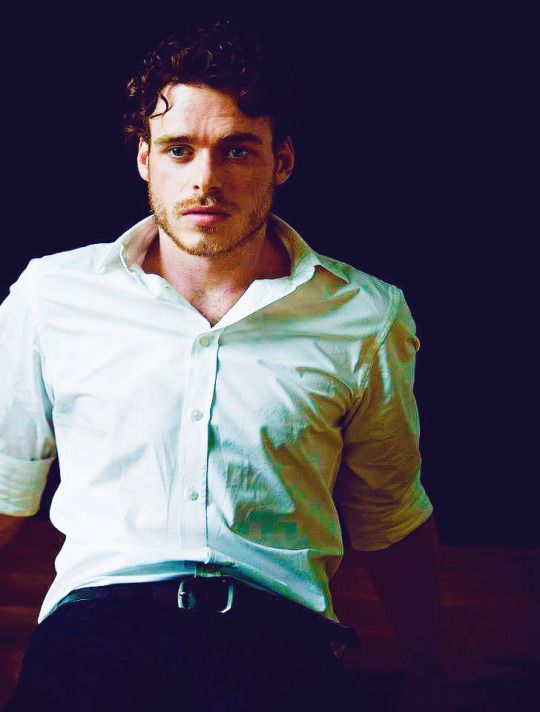 Richard Madden *chokes on drink*