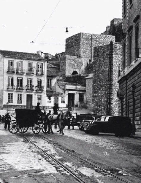 Comienzo de la reconstrucción de la Alcazaba de Málaga, Spain. Años 40. Plaza de la Aduana.