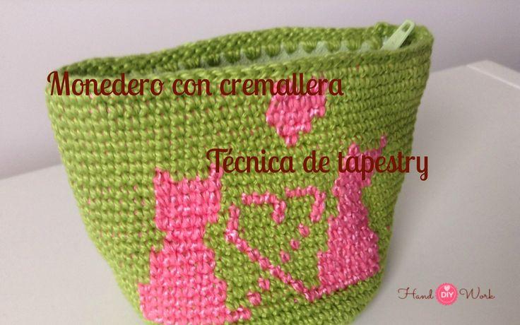 Crochet purse with woven tapestry technique zipper
