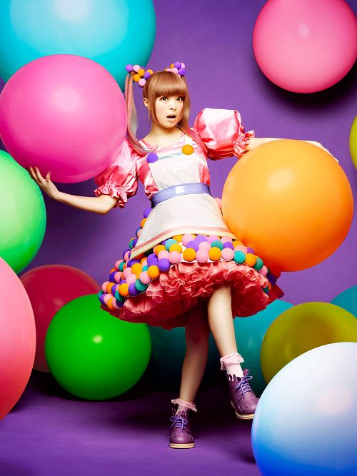 Some of the artfulness of gyaru fashion could work well in Visual Merchandising.... Main Image #2 - Fairy Kei