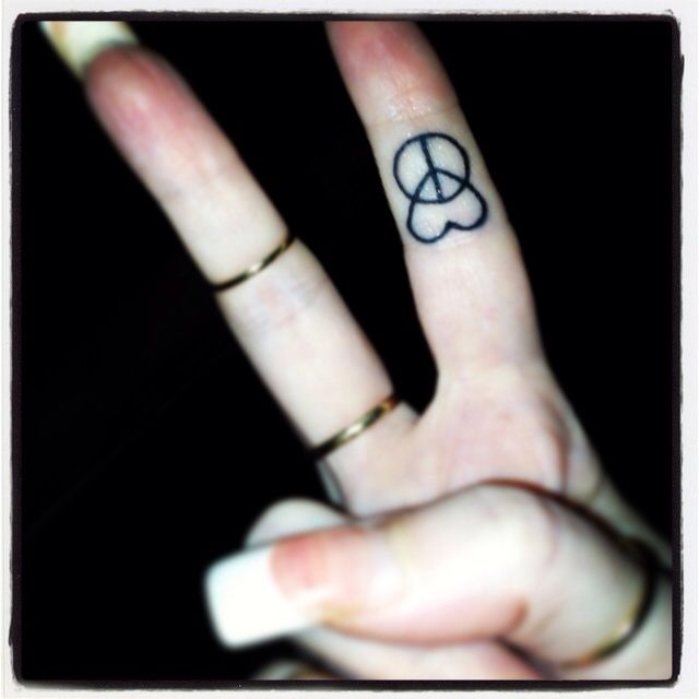 peace and love #fingertattoo  Love this but I already have two peace signs tattoos!