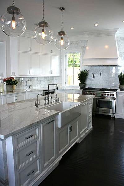Subway tiles, White kitchens and Sinks