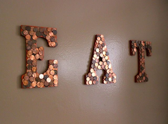 EAT sign in the kitchen - DIY project