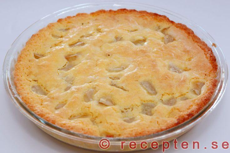 Frasig Rabarberpaj - Mycket god rabarberpaj som är glutenfri, rekommenderas även om man tål gluten för den blir så frasig och god med potatismjöl. Enkelt recept med steg-för-steg bilder!