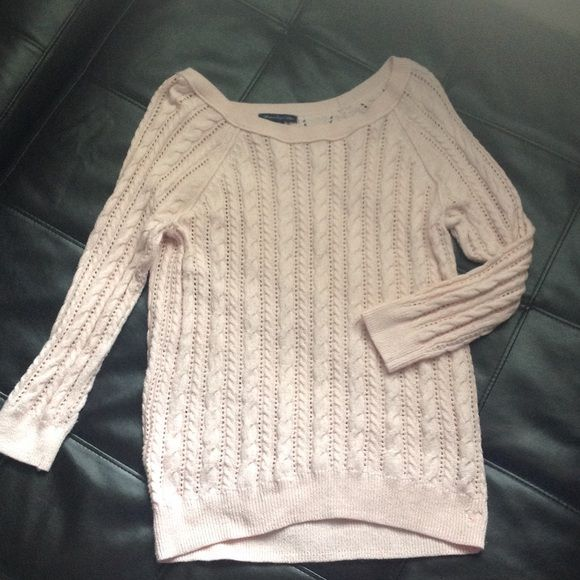 ⚡️Flash Sale⚡️Pink American Eagle Sweater This adorable light pink sweater pairs perfectly with your favorite scarf! 3/4 length sleeves. Some wear, but in great shape. American Eagle Outfitters Sweaters Crew & Scoop Necks