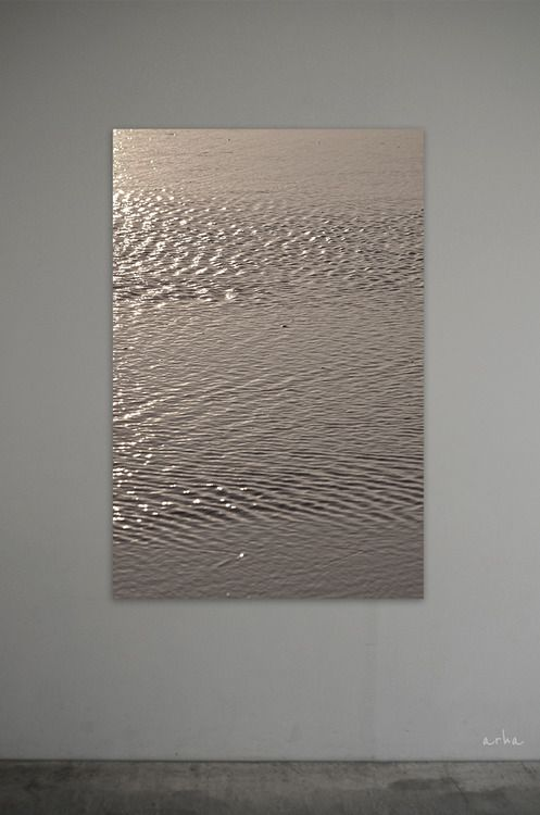Tomomichi Morifuji (2013) 1. The Surface of Bronze-gold Water