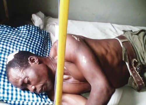 Bricklayer Accused Of Robbery Tortured To Death In Ogun State [PHOTO]   A bricklayer identified as Adeleke Oyadara in Ogun State has been tortured to death after he was accused of robbery by some group of people.  According to Punch a businesswoman identified only as Bolanle had claimed that she was robbed by the deceased on September 10. Bolanle around 8pm of the next day was alleged to have gone to Adelekes house with some hoodlums. After getting to the man's house the hoodlums descended…