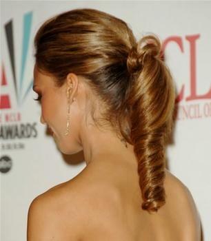 jessica alba ponytail: Winter Hairs, Hairs Styles, Pin Curls, Bridesmaid Hairs, Styles Hairs, Ponytail Hairstyles, Straight Hairs, Hairs Trends, Ponies Tail