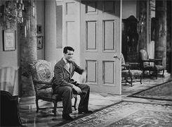 """Cary Grant y Katharine Hepburn en """"Vivir para gozar"""".   23 GIFs clásicos de Hollywood que son mejores que una máquina del tiempo"""
