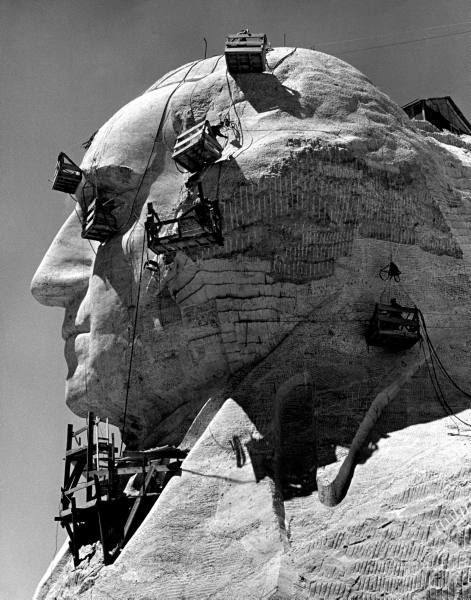 Construction of George Washington on Mount Rushmore shot by Alfred Eisenstaedt, South Dakota, 1940.