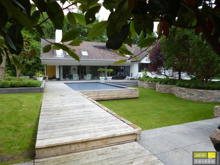 Een moderne tuin of sfeertuin? All in Tuinen helpt u bij tuinaanleg, tuinonderhoud en tuinontwerp en maakt voor u prachtige buitenkamers.