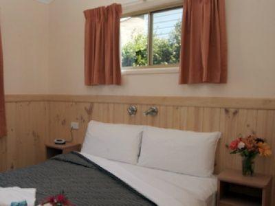 Deluxe Villa Accommodation Bedroom BIG4 Noosa Bougainvilla