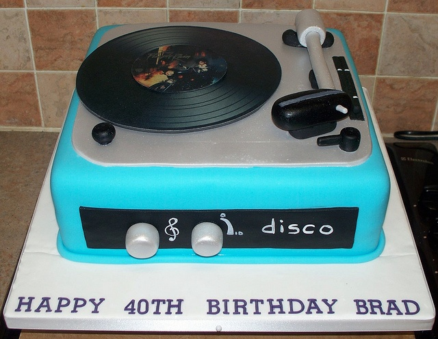 Record player cake by Paramount Cakes, via Flickr