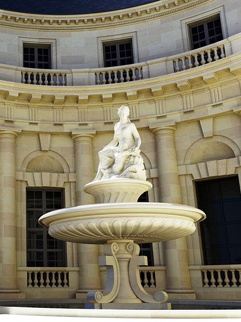 ce palais à l'architecture majestueuse, qui, pour Catherine II représentait la beauté, l'élégance, et le raffinement de la fin du XVIIIème siècle Français.