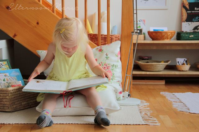 Wir haben einige Lieblingsbücher, die wir nicht mehr missen möchten. Es gibt viele Möglichkeiten solche Lieblingsstücke für Kinder überschaubar, gut erreichbar und einladend aufzubewahren. Ich habe ei