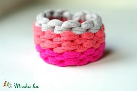 MAQURAM - textil karkötő, szürke/lazac/pink hangulatban (cirrhopp) - Meska.hu