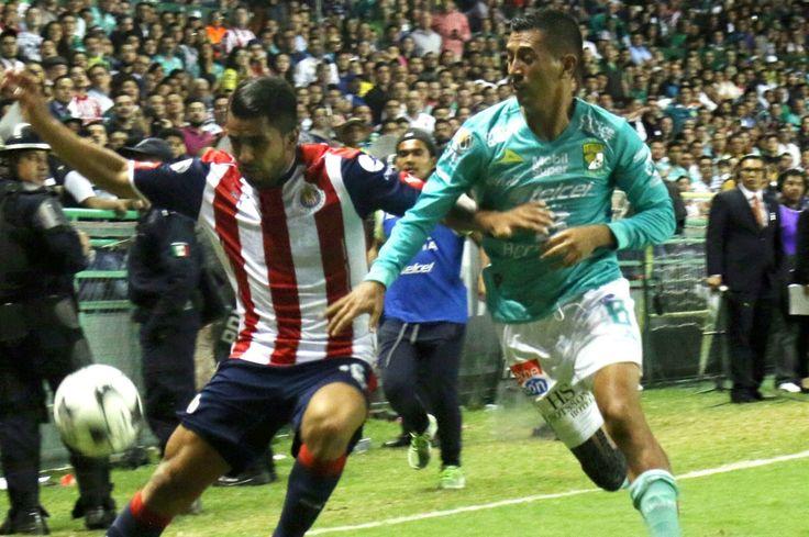 ELÍAS HERNÁNDEZ CONFIRMÓ QUE NO SALDRÁ DEL LEÓN En Chivas uno de los rumores que más sonaban, con la salida del 'Gullit' al León, era la posible llegada de Elías al Rebaño.