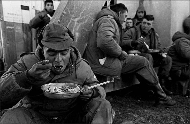 1982, tropas argentinas en Malvinas. Foto: DYN/Daniel García. Más información: www.clarin.com