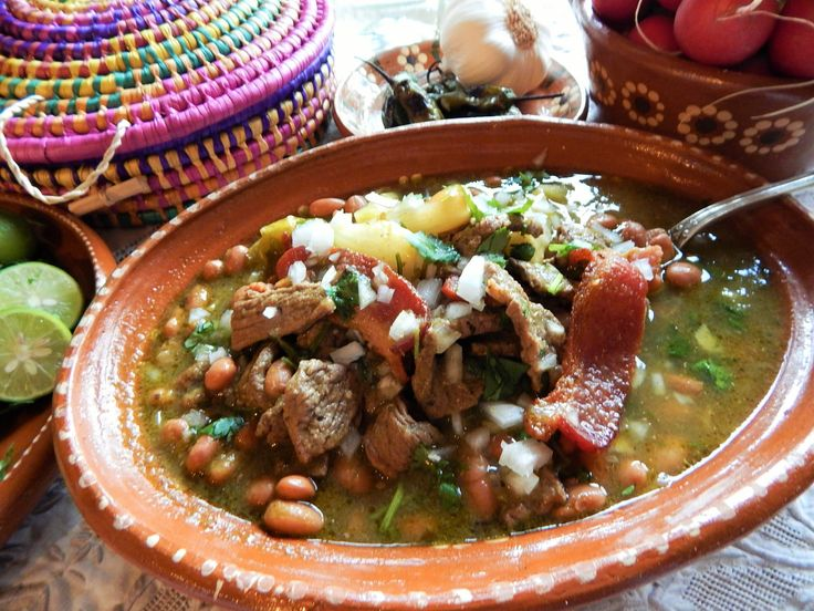 Carne en su Jugo. Carne en su Jugo en la tradición de Jalisco. Receta completa, pasos y tips para recrear este clásico de Jauja Cocina Mexicana. Delicioso! Buen provecho.   Mil gracias por suscribirse https://www.youtube.com/user/JaujaCocinaMexicana Facebook https://www.facebook.com/JaujaCocinaMexicana Twitter https://twitter.com/JaujaCocinaMex Instagram https://www.instagram.com/jaujacocinamexicana